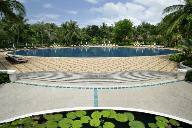 海边游泳池图片