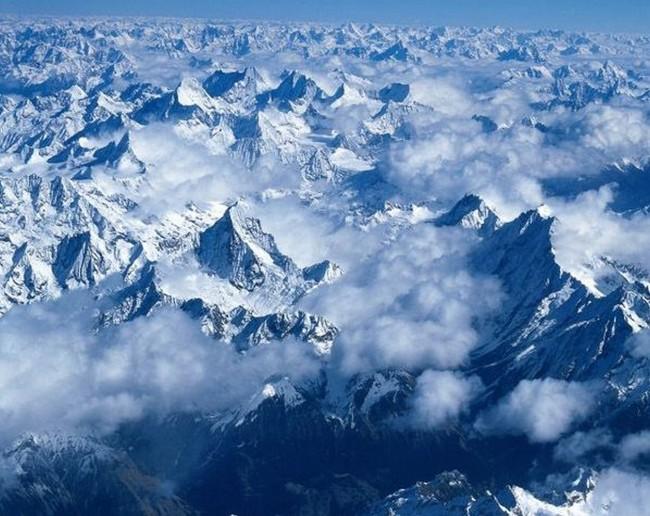 式:jpg 图片名称:巍峨的雪山 文件尺寸(宽高):1259 * 1000 像素   分