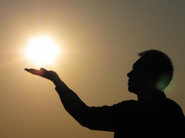 卡通图片,托起明天的太阳,手托地球(第9页)_点力图库图片