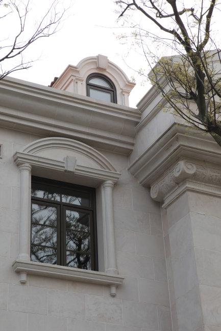 欧式别墅玻璃窗户