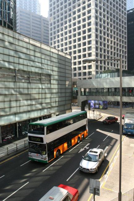 510 兆  公共汽车 小轿车 高楼 楼房 大厦 阴面 公路 华丽 繁华