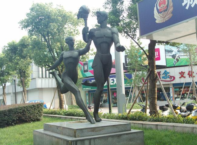 跑步; 奔跑传递奥运火炬的体育健将雕塑图片下载; 运动员跑步矢量图