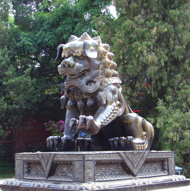 兆  狮子雕像