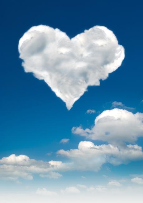 心形云朵 蓝色天空