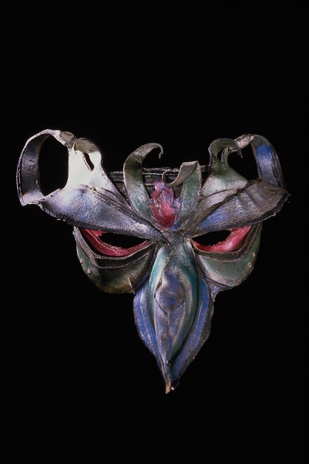 图片名称:木雕彩绘面具