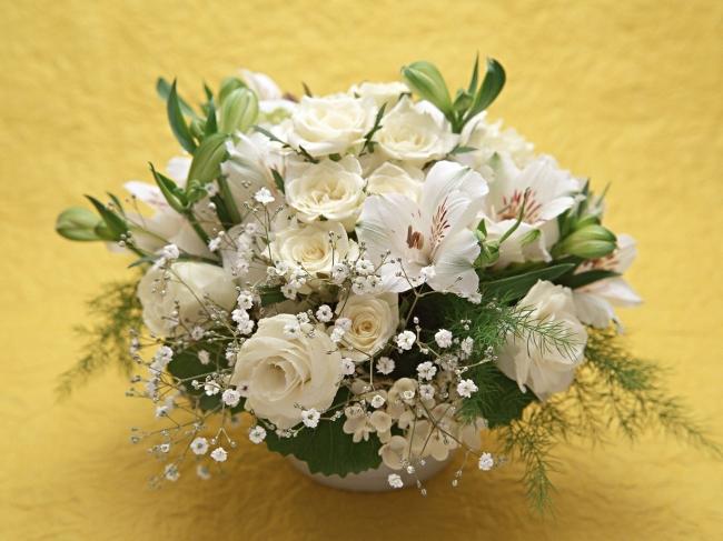 白玫瑰香水百合花束 高清摄影图片