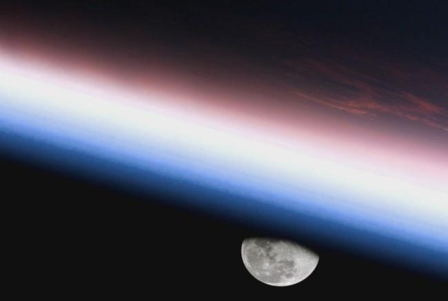 地球与月亮动态素材