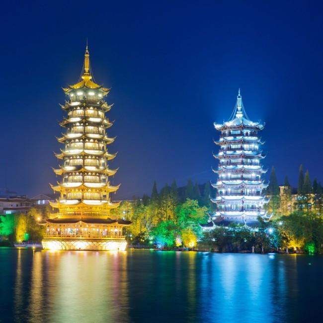 桂林双塔高清摄影图片