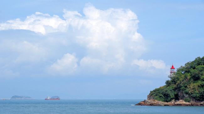 海景蓝天白云灯塔