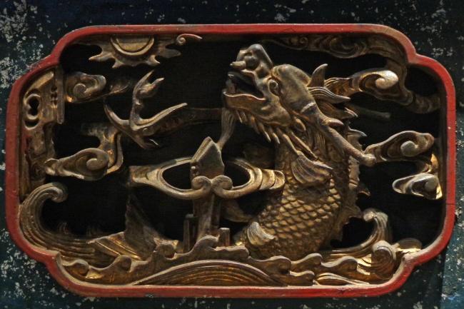 金漆木雕龙纹插板