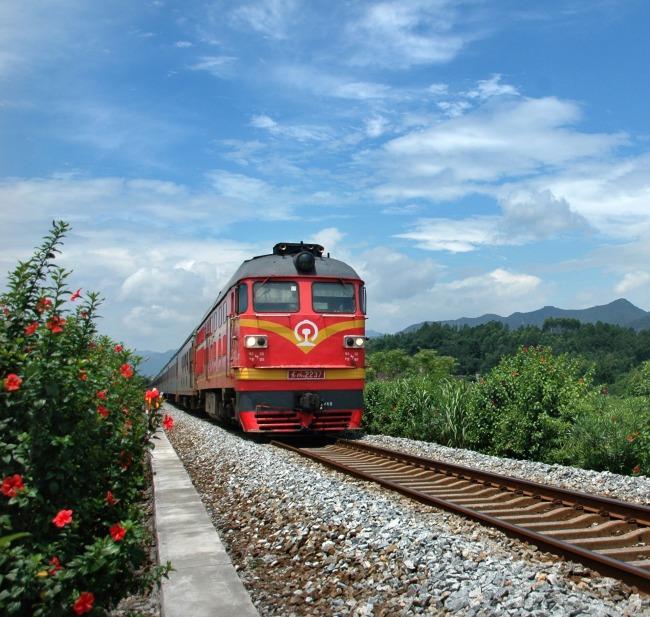 火车手绘风景图片