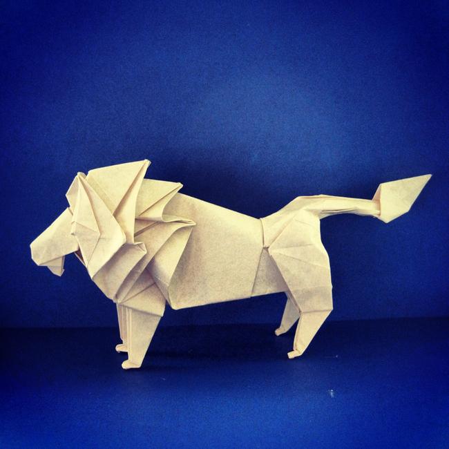 关键词:手工折纸 折纸艺术 小手工 折纸动物 美术手工 美工 折纸素材 折纸图片 美术 少儿美术手工 手工制作 手工作品 立体折纸艺术 折纸艺术作品 折纸模板 手工折纸模型 折纸 说明:手工折纸艺术/狮子