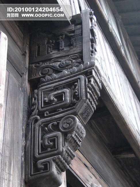 古代房屋木制镂花门柱